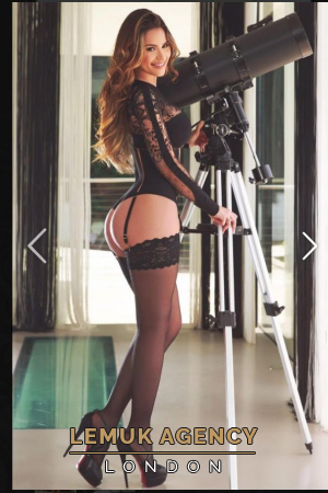 Escort  Mariana from Kensington Olympia