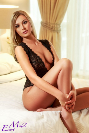 Escort  Evetta from Bayswater